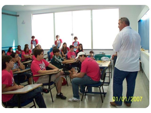 Aula de Física com o Profº Salmem junto aos alunos do Delta e do Colégio Alternativo