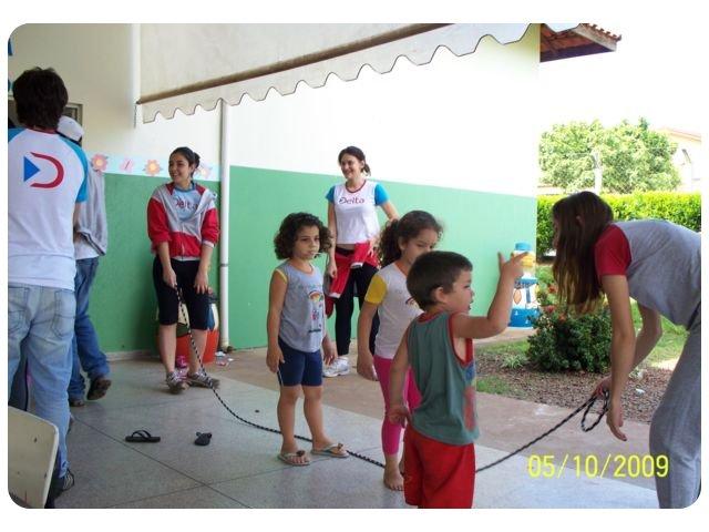 Alunos do DELTA Colégio comemoraram o Dia das Crianças com os pequeninos da creche municipal no Bairro Três Marias.